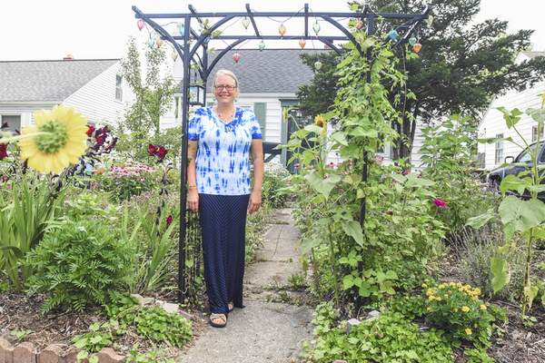 City, gardener continuing to weed through complaints | Frank Gray ...
