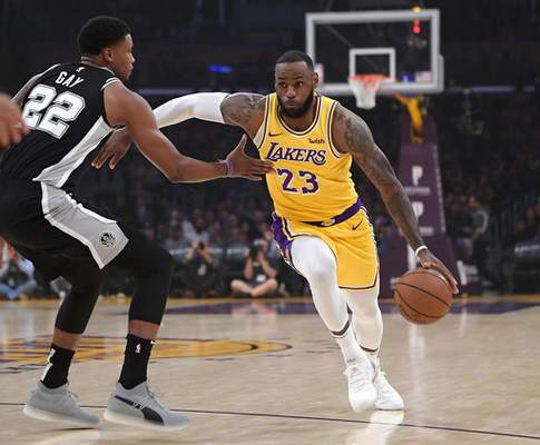 ae463e93e Mills jumper keeps James and Lakers winless