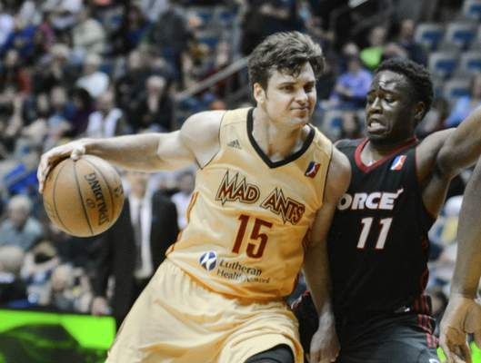 Michelle Davies   The Journal Gazette The Mad Ants' Matt Bouldin tries to drive around Sioux Falls' Bubu Palo during the fourth quarter of Saturday's game at Memorial Coliseum.