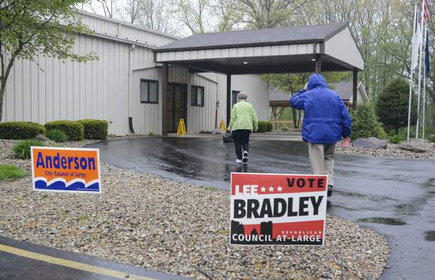 Michelle Davies   The Journal GazetteVoters hurry into the polls at Northridge Baptist Church on Cook Road during a rain shower Tuesday morning.