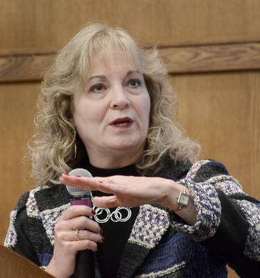 Samuel Hoffman | The Journal Gazette State Superintendent of Public Instruction Glenda Ritz calls for changing the structure by which public school teachers are evaluated.