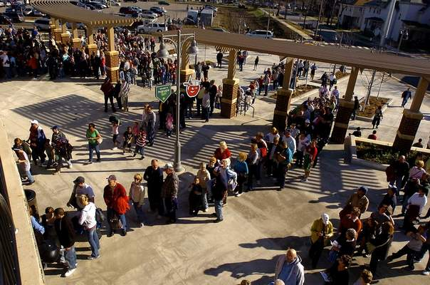 File Crowds line up on April 16, 2009, for the Fort Wayne TinCaps first game at Parkview Field.