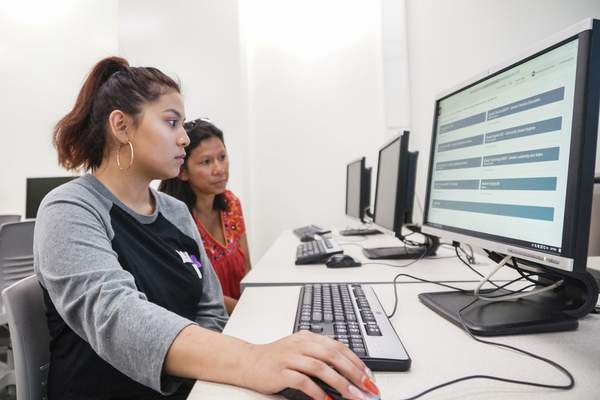 Mike Moore | The Journal Gazette  Chantalea Xayyachack registers for the IU pre-nursing program last month with her mother, Sinh, during orientation at Indiana University Fort Wayne