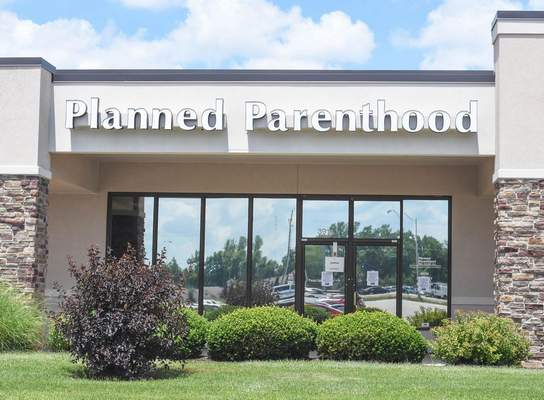 Michelle Davies   The Journal Gazette: Planned Parenthood is closing its health center on West Jefferson Boulevard effective today, the organization announced.