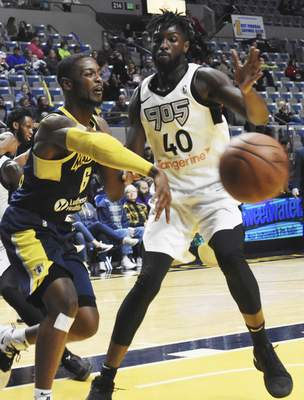 Rachel Von   The Journal Gazette  Mad Ants' Tra-deon Hollins throws the ball past Raptors 905's Khadeem Lattin during the first half at the Coliseum on Thursday.
