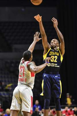 Mike Moore | The Journal Gazette Mad Ants guard Davon Reed takes a shot at the basket over Rio Grande Valley guard Mike Frazier in the second quarter at Memorial Coliseum on Monday.
