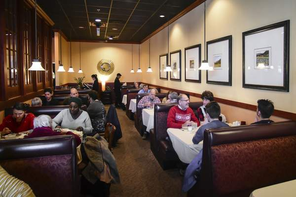 Diners fill Wu's Fine Chinese Cuisine on Coldwater Road on Tuesday.
