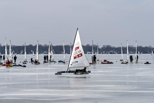 Danny Graber Photography A regatta, or boat race, is typically broken into three different fleets – gold, silver and bronze. Each fleet races individually, with 30 to 50 boats on theice.In an average race, the iceboats will go around a one-mile course three times, going  35 to 50mph, with each race lasting 10 to 15 minutes.