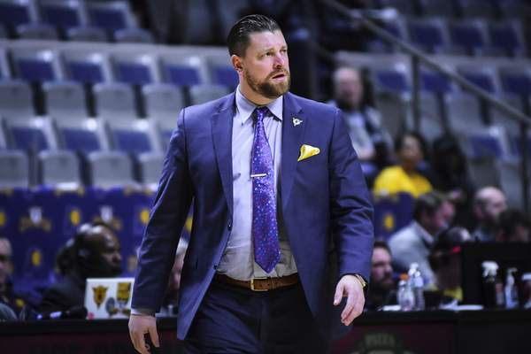 Mike Moore | The Journal Gazette Mad Ants head coach Steve Gansey returning to the bench after calling a time out in the second period against the Wisconsin Herd at Memorial Coliseum on Tuesday.
