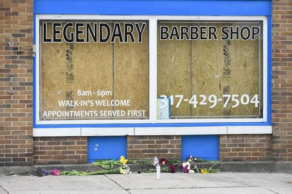 A makeshift memorial in front of the barber shop on Lake Avenue. Michelle Davies | The Journal Gazette