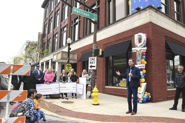 Shindigz celebrated the grand opening of its new corporate headquarters in downtown Fort Wayne Friday morning.