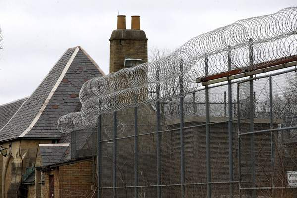 Associated Press The town of Dwight, Ill., agreed to annex a former prison for a private immigration detention facility, but the state has banned such setups.