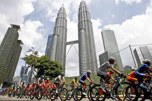 Associated Press  Malaysia's landmark Petronas Twin Towers in Kuala Lumpur were designed by architect Cesar Pelli. Pelli has died at the age of 92.