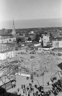 Oct. 20, 1974: A crowd examines the rubble of the Keenan Hotel. (Journal Gazette file)