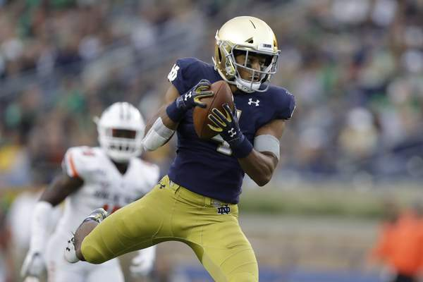 Notre Dame running back Avery Davis and the No. 9 Irish take on USC tonight. Kickoff is scheduled for 7:36 p.m. in the 88th meeting between the rivals. (AP Photo/Darron Cummings)