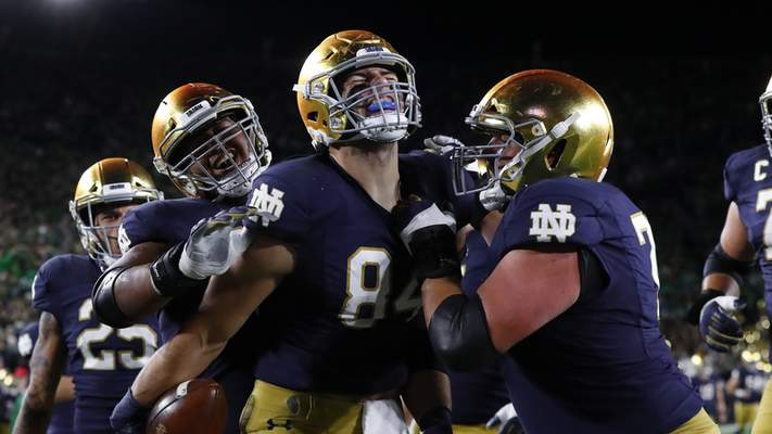 Notre Dame tight end Cole Kmet (84) celebrates his 10-yard touchdown catch during Notre Dame's 30-27 win over USC tonight. (AP Photo/Paul Sancya)