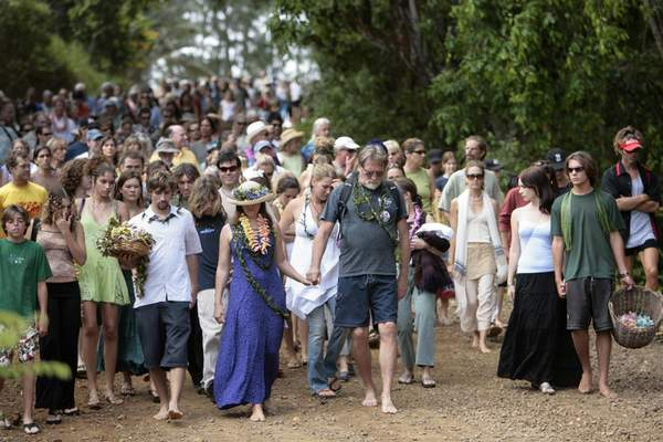 FILE - In this May 21, 2006, file photo, Bruce Fehring and his wife Cyndee, center, lead a procession toward Kahili Quarry Beach during a memorial service to honor those killed when the Kaloko Dam failed in Kilauea, on the Hawaiian island of Kauai. (Jamm Aquino/Honolulu Star-Bulletin via AP, File)