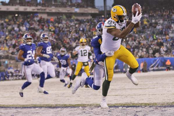 Associated Press Packers tight end Marcedes Lewis catches a touchdown during the second half of Sunday's game in East Rutherford, N.J.