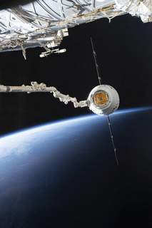 Space Station In this image provided by NASA, the SpaceX Dragon capsule arrives at the International Space Station, Sunday, Dec. 8, 2019. (NASA via AP) (HOGP)