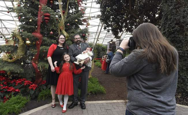 Photographer Alaina Zink takes a picture of the Reichard family: Mark, and Lisa Reichard and their children Lina, 7, and Ella, 3 months.