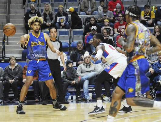 Justin A. Cohn   The Journal Gazette  The Mad Ants' Brian Bowen II, left, delivers a pass to Walt Lemon Jr. as he's guarded by Dakarai Allen at Memorial Coliseum on Saturday night.