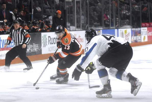 Katie Fyfe | The Journal Gazette  Komets' Anthony Petruzzelli carries the puck while Idaho Steelheads' Ondrej Vala defends him during the second period at Memorial Coliseum on Friday.