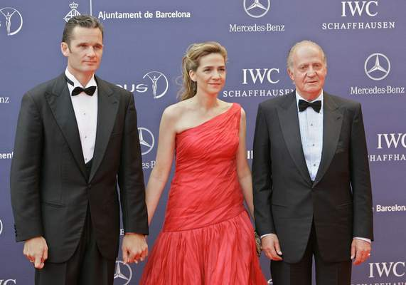 FILE - In this May 22, 2006 file photo, Spain's King Juan Carlos, right, arrives with his daughter, Princess Cristina and her husband Inaki Urdangarin for the Laureus World Sports Awards in Barcelona, Spain. (AP Photo/Jasper Juinen, File)