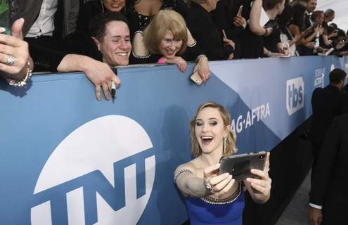 APTOPIX 26th Annual SAG Awards Rachel Brosnahan takes a selfie with fans as she arrives at the 26th annual Screen Actors Guild Awards at the Shrine Auditorium & Expo Hall on Sunday, Jan. 19, 2020, in Los Angeles. (Photo by Matt Sayles/Invision/AP) (Matt SaylesINVL)