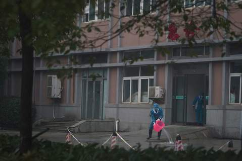 APTOPIX China Outbreak Hospital staff wash the emergency entrance of Wuhan Medical Treatment Center, where some infected with a new virus are being treated, in Wuhan, China, Wednesday, Jan. 22, 2020. (AP Photo/Dake Kang) (Dake Kang