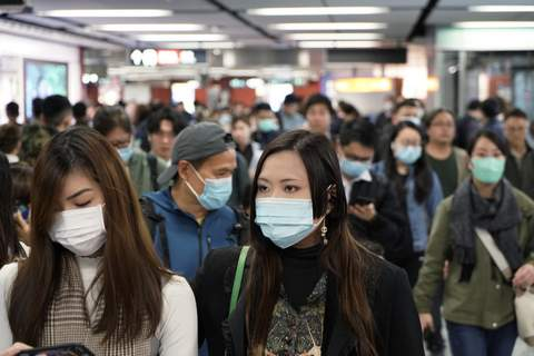 Hong Kong China Outbreak Passengers wear masks to prevent an outbreak of a new coronavirus in a subway station, in Hong Kong, Wednesday, Jan. 22, 2020. (AP Photo/Kin Cheung) (Kin Cheung STF)