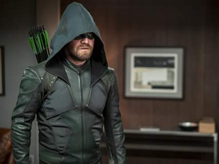 """The CW Stephen Amell stars in """"Arrow"""""""