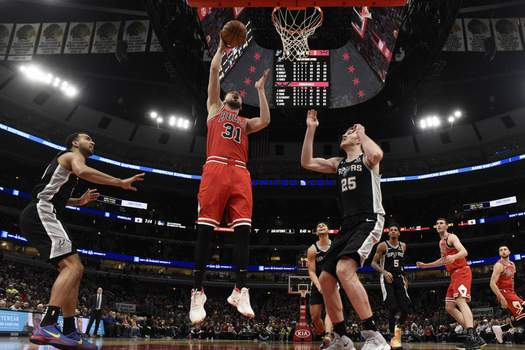 Spurs Bulls Basketball Chicago Bulls guard Tomas Satoransky (31) goes to the basket as San Antonio Spurs center Jakob Poeltl (25) defends him during the first half of an NBA basketball game Monday, Jan. 27, 2020, in Chicago. (AP Photo/David Banks) (David Banks
