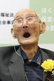 Japan Oldest Man Chitetsu Watanabe, 112, celebrates after being awarded as the world's oldest living male by Guinness World Records, in Joetsu, Niigata prefecture, northern Japan Wednesday, Feb. 12, 2020. (Kyodo News via AP) (SUB)