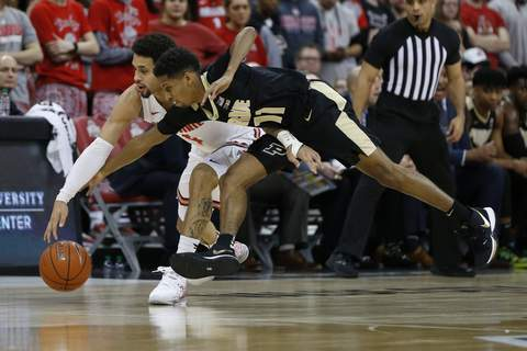 Purdue Ohio St Basketball Ohio State's Duane Washington, left, and Purdue's Isaiah Thompson chase a loose ball during the first half of Ohio State's 68-52 win at Value City Arena in Columbus, Ohio. Thompson went 0 for 5 from the field, part of a 2-for-16 performance from the Purdue bench.(AP Photo/Jay LaPrete) (Jay LaPrete FRE)