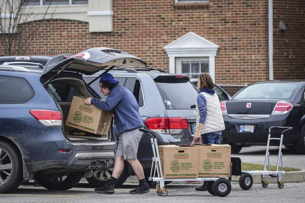 Mike Moore | The Journal Gazette Students move out out their dorms at Purdue University Fort Wayne on Tuesday. The university will give the students some form of a $500 credit, the university said.