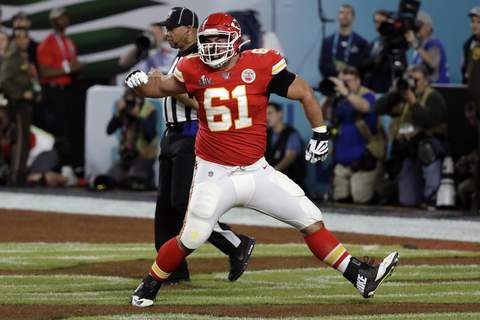 Steelers Wisniewski Homecoming Football Associated Press Former Kansas City Chiefs guard Stefen Wisniewski agreed to a two-year contract with the Pittsburgh Steelers. (Seth WenigSTF)