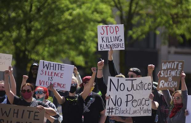 Katie Fyfe | The Journal Gazette  Crowds gather in front of the Allen County Courthouse on Sunday to protest thedeath of George Floyd for a third day.