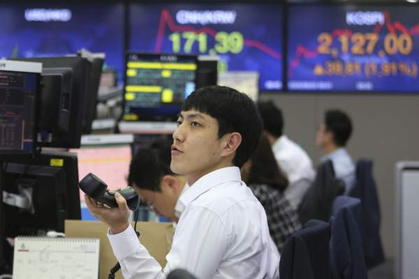 A currency trader watches monitors at the foreign exchange dealing room of the KEB Hana Bank headquarters in Seoul, South Korea, Wednesday, June 3, 2020. (AP Photo/Ahn Young-joon)
