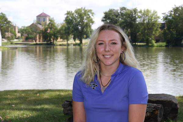 USFAthletics  Sydney Heinbaugh averaged 76.6 strokes per round as a junior in the fall. She's been working lately on improving her short game.