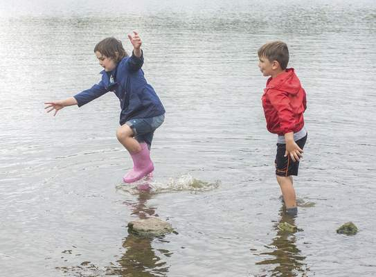 Michelle Davies | The Journal Gazette Brylee Kick, 7, and her brother Gunnar, 5, both of Fort Wayne, enjoy wading in the shallows at Shoaff Lake in Franke Park Tuesday morning.
