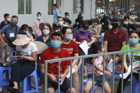 Virus Outbreak Vietnam People wait in line for COVID-19 test in Hanoi, Vietnam, Friday, July 31, 2020. Vietnam reported on Friday the country's first ever death of a person with the coronavirus as it struggles with a renewed outbreak after 99 days without any cases. (AP Photo/Hau Dinh) (Hau Dinh STF)