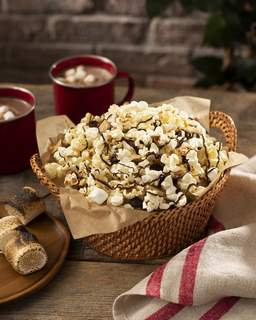 Popcorn Board Nothing says summer like S'mores – the quintessential campfire treat. Adding popcorn to the recipe ups the flavor.