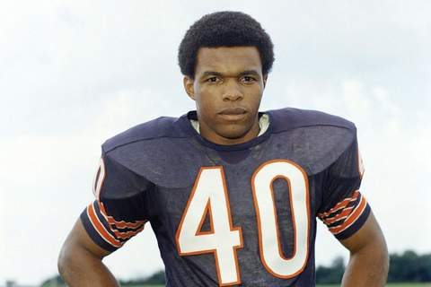 FILE - This is a 1970 file photo showing Chicago Bears football player Gale Sayers. Hall of Famer Gale Sayers, who made his mark as one of the NFL's best all-purpose running backs and was later celebrated for his enduring friendship with a Chicago Bears teammate with cancer, has died. He was 77. (AP Photo/FIle)