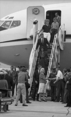 Aug. 19, 1988: The Bush and Quayle families depart Air Force Two at Baer Field before heading to Huntington for a rally. (Journal Gazette file photo)