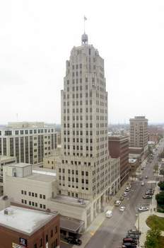 Aug. 18, 2005: Looking west down Berry Street at the Lincoln Bank Tower. (Clint Keller)
