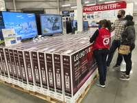 Consumer Confidence Associated Press A sales associate helps customers as they consider the purchase of a big-screen television at a Costco warehouse. U.S. spending rose a sluggish 0.5% in October as consumer confidence, and incomes, fell amid surging coronavirus cases. (David ZalubowskiSTF)