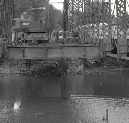 Sept. 4, 1958: Crews work on dismantling the Spy Run Avenue steel bridge. (Journal Gazette file photo)