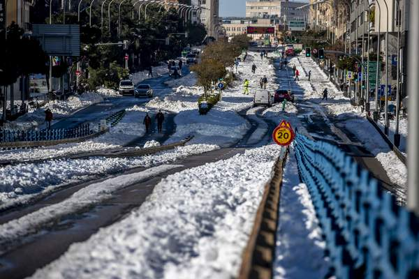 Associated Press The Spanish capital of Madrid on Monday begins digging out after a weekend blizzard dumped a record snowfall over central Spain.