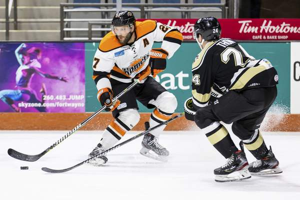 Josh Gales| Special to The Journal Gazette  Komets forward Shawn Szydlowski, left, looks to make a play as he's defended by Wheelings Aaron Thow at Memorial Coliseum on Saturday night.