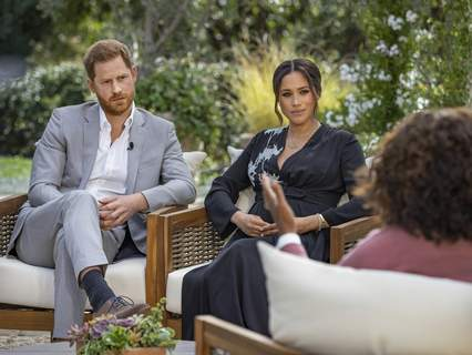 Britain Royal Family TV Moments This image provided by Harpo Productions shows Prince Harry, left, and Meghan, Duchess of Sussex, in conversation with Oprah Winfrey.